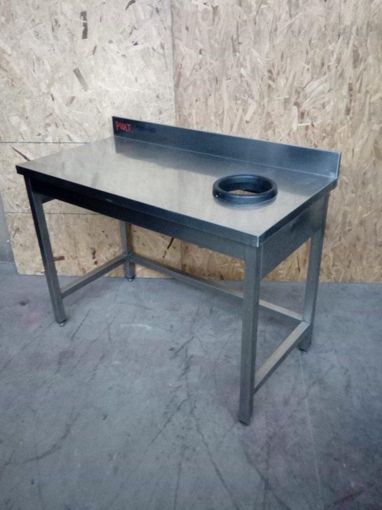 Tavoli in acciaio con alzatina