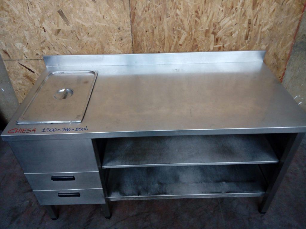 Tavolo con ripiano in acciaio