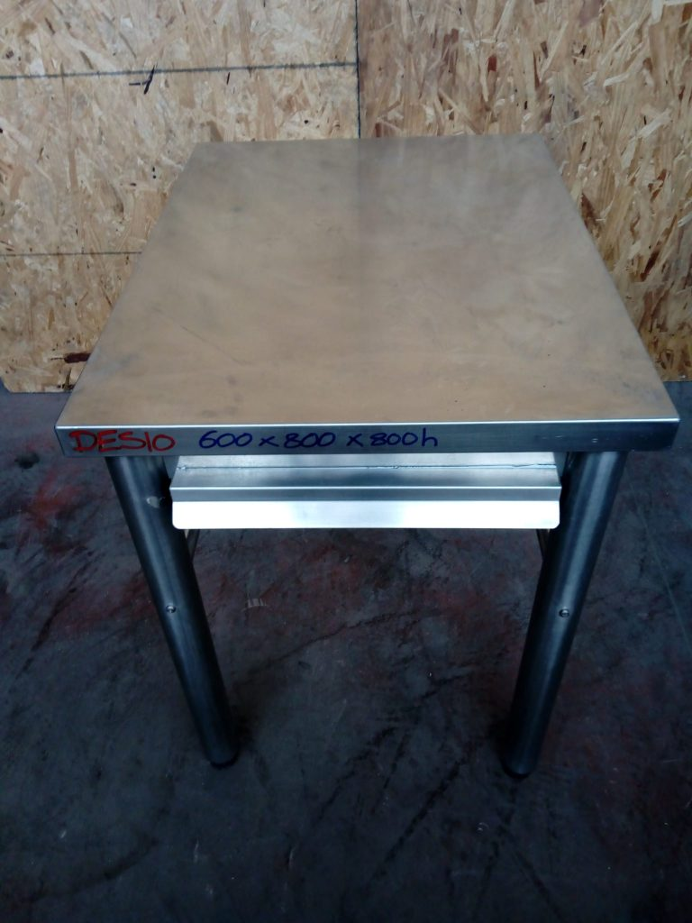 Tavolo in acciaio usato
