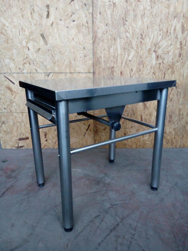 Tavolo in acciaio usato porta carta