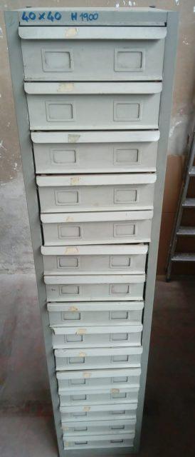 Cassettiera verticale usata