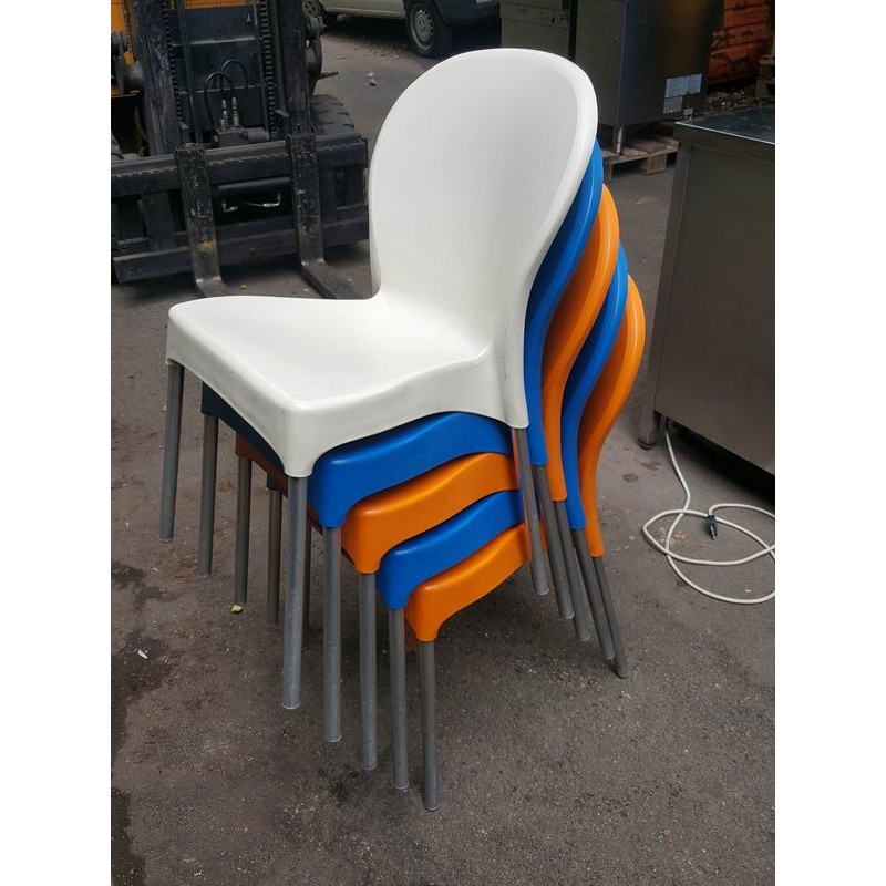 Sedie da esterno impilabili usate